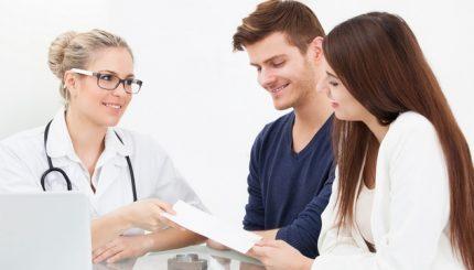 دکتر زایمان 430x245 - چطور بهترین متخصص را برای دوران بارداری انتخاب کنیم؟
