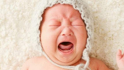 چرا نوزاد نارس متولد می شود؟ 430x245 - دل درد نوزاد، پیشگیری و درمان