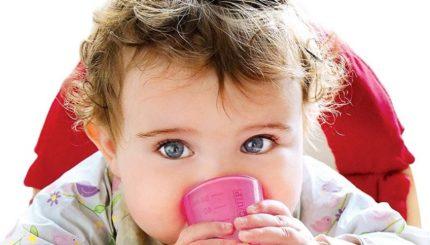 babycup 430x245 - آبمیوه دادن به نوزاد، چه نوعی؟