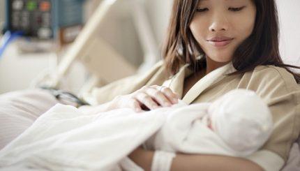 newbornmotherasian2 430x245 - بهترین روش جلوگیری بعد از زایمان