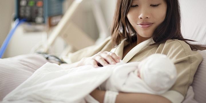 newbornmotherasian2 - بهترین روش جلوگیری بعد از زایمان